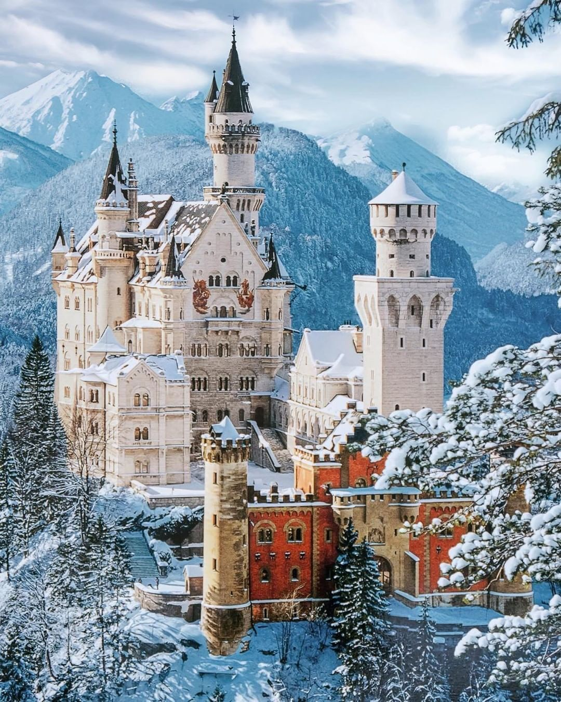 Travelzoo Deutschland On Instagram Das Winterliche Schloss Neuschwanstein Sennarelax Trave Germany Castles Neuschwanstein Castle Castles To Visit