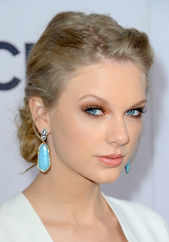 eye color Taylor swift makeup, Taylor swift hair, Taylor