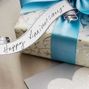 Anniversary Gifts Traditional And Modern Gift Ideas Hallmark Staff