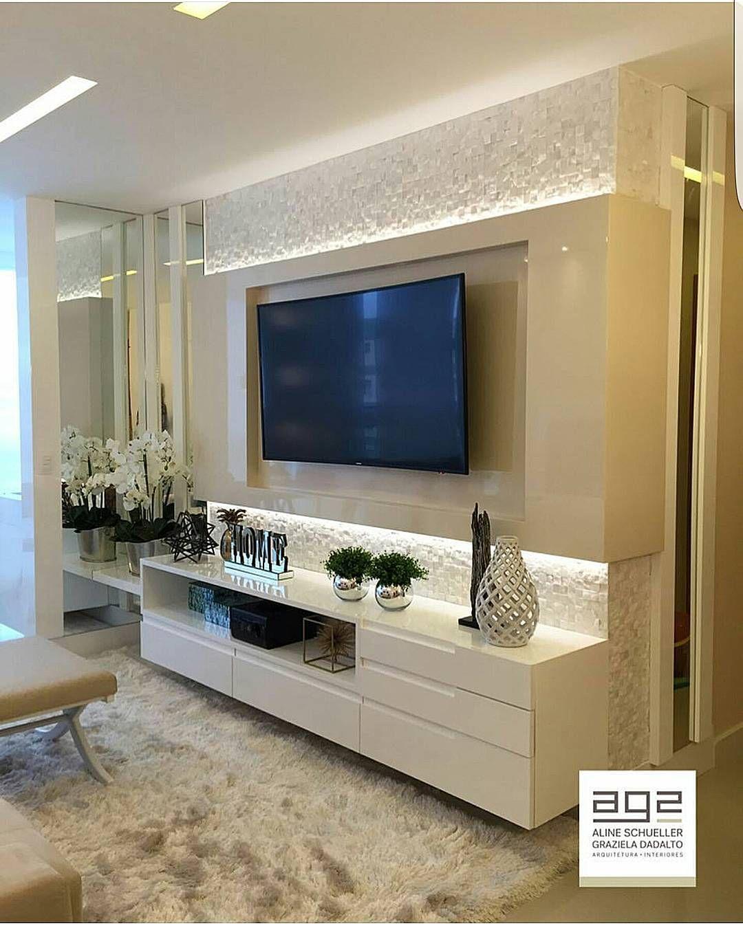 3 Tips And 25 Ideas For A Modern Bedroom: Painel Para TV Lindo Valorizado Pela Iluminação . Projeto