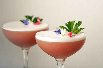 20 Flowery Cocktails To Welcome Spring Back Into Your Life