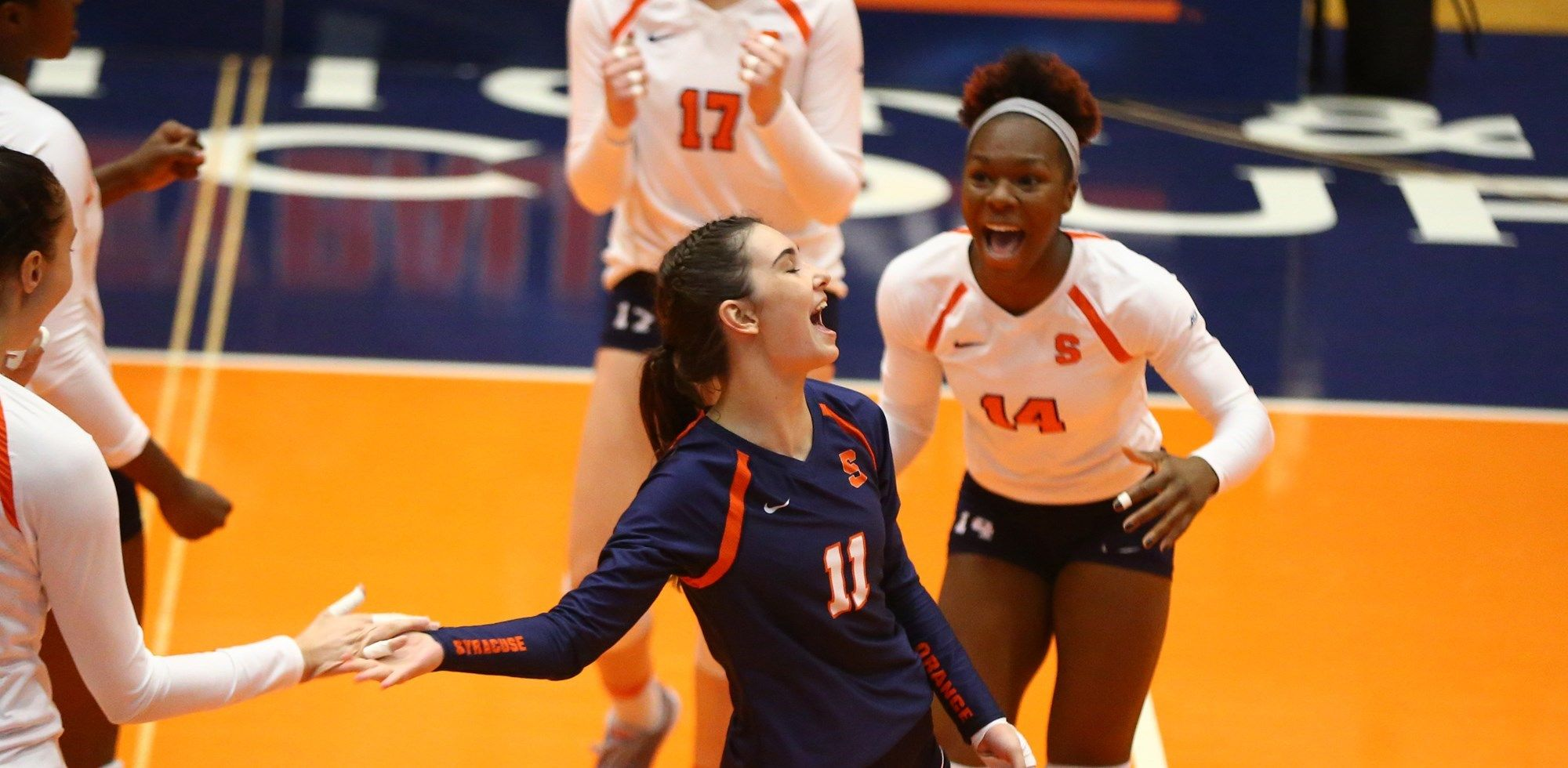 Volleyball Opens Season With Syracuse Tournament
