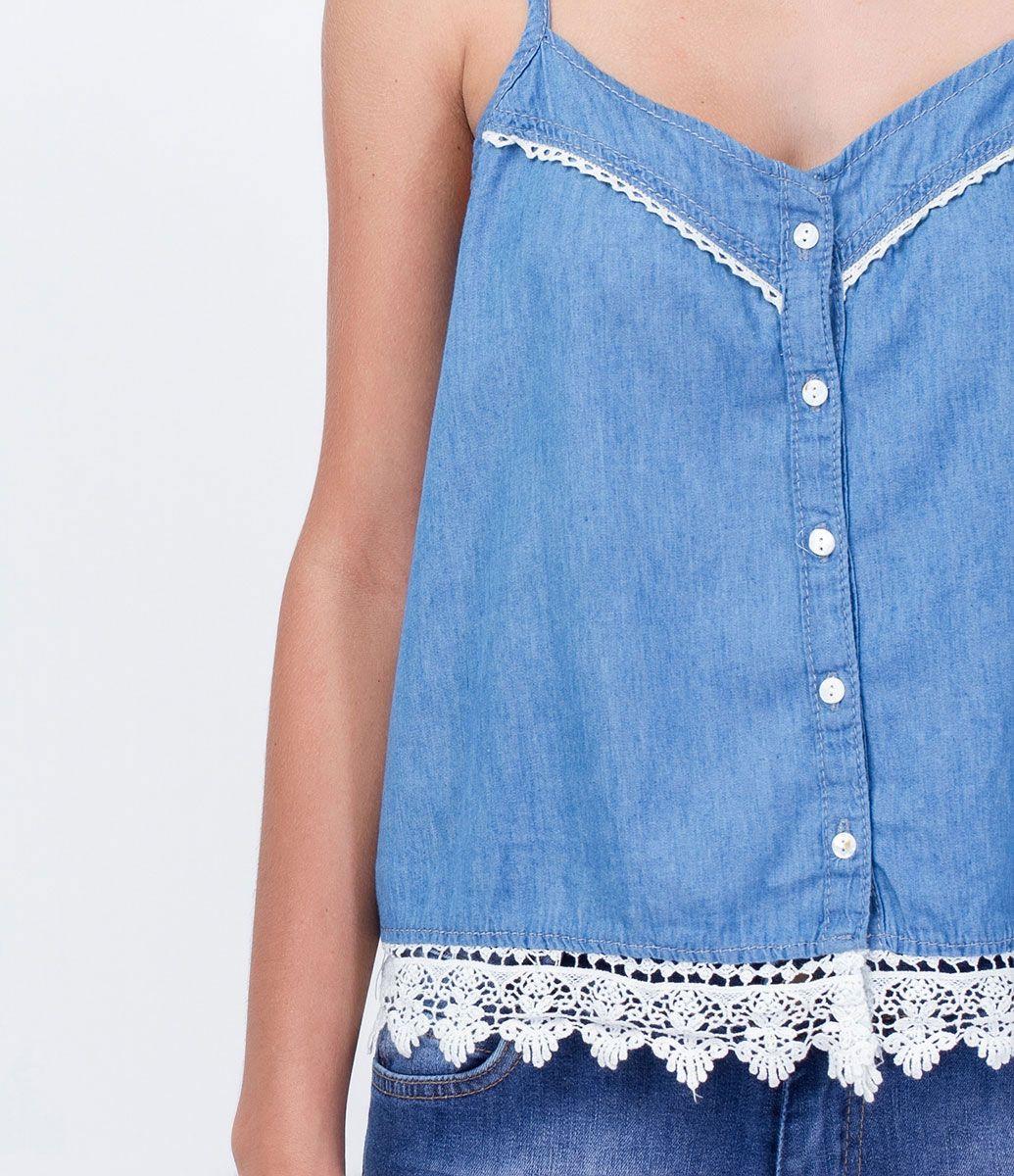 4bf9ae2e02b558 Regata feminina Fechamento de botões Barra em renda Marca  Blue Steel  Tecido  jeans Composição  100% algodão Modelo veste tamanho  P COLEÇÃO  VERÃO 2016 Veja ...