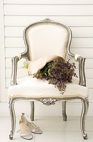 Ordinaire Oh, This Pale Beige Queen Anne Chair!
