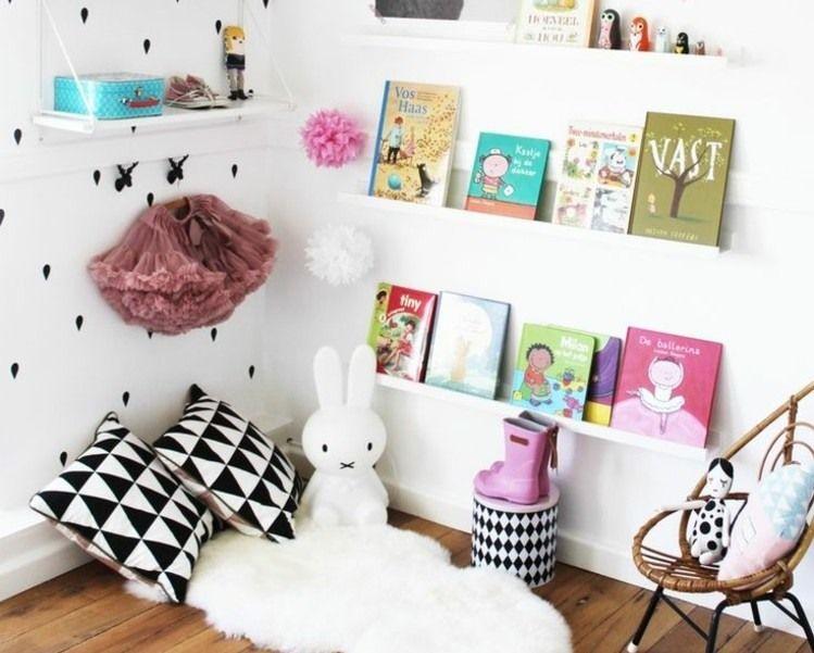 Leseecke im Kinderzimmer mit vielen Regalen Kinderzimmer - ideen fur leseecke pastellfarben