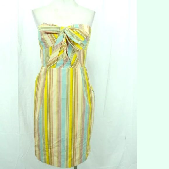Anthropologie strapless dress size 4 Adorable moulinette soeurs for Anthropologie strapless dress. Size 4 side zipper with pockets. Worn twice and perfect condition! Anthropologie Dresses Strapless