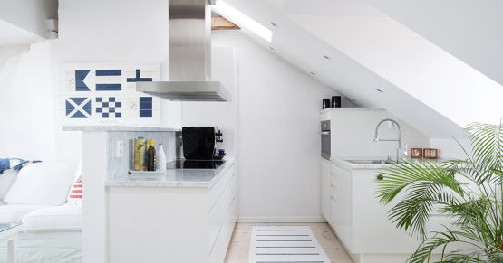 Pequeño ático con amplia terraza Attic, Interiors and Kitchens