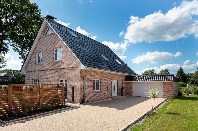 Einfamilienhaus Im Landhausstil Mit Garage Klinker Fassade