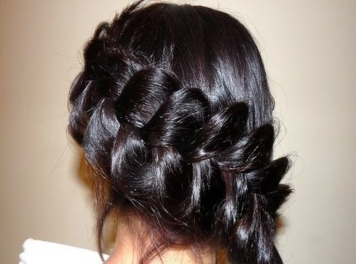 Wow--I am in awe of this loose braid! Hair; long, brown, thick, braid