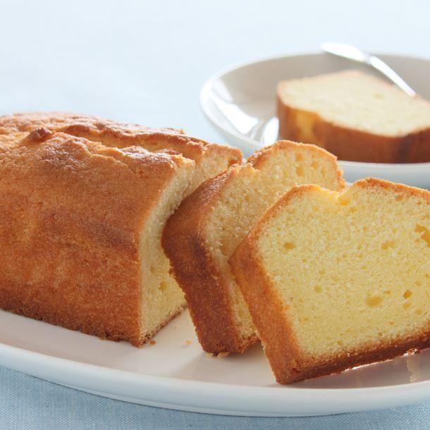 #beurre #citron #Quatrequarts #sans Quatre-quarts au citron sans beurre – Ingrédients :125 g de farine,125 g de sucre,2 œufs,125 g de fromage blanc,le jus et le zeste d'un citron ,... #quatrequart