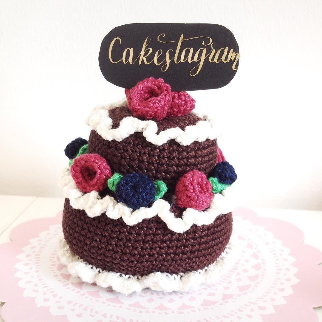 Yummy! Chocolatecake! #cakestagram #crochet #crocheting #häkeln#häkelliebe #häkelnfürkinder #crochetforkids #häkelnfürdiekinderküche #lettering #letterattack #letterart #yummy #chocolate #blueberries #raspberry  #himbeeren #blaubeeren #häkelobst #crochetedfruits #crochetersofinstagram by zeitanker