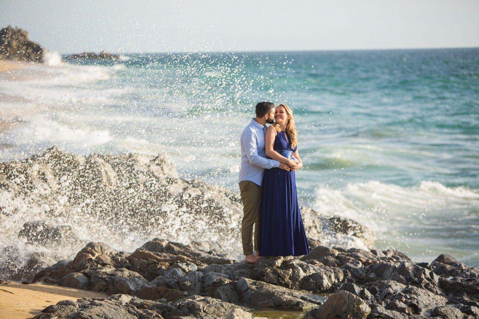 Pre wedding beach  Allan Rice Fotografía prewedding session waves beach mexico