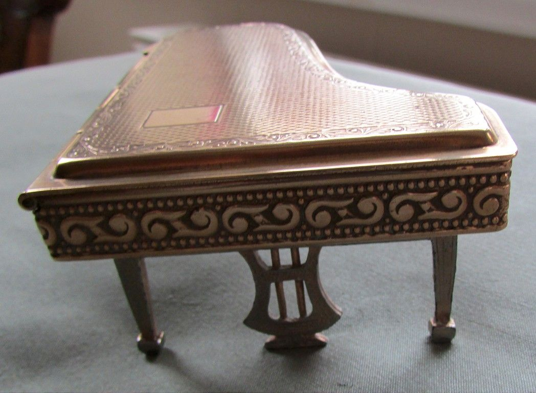 Pygmalion Compact In The Shape Of A Grand Piano