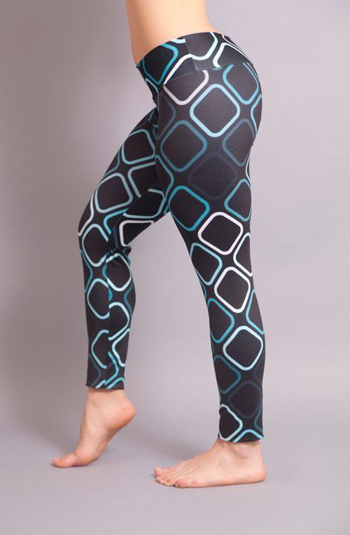 Leggin Leggings Ropa Deportiva Moda Fitness Fashion Creada con cortes anatómicos estratégicamente localizados para (1)moldear de manera natural tu cuerpo, (2)resaltar tus glúteos, (3)compactar el tejido de piernas, y además (4) evitar el efecto transparencia durante tu rutina de entrenamiento. Fabricado por diseñadores locales en colores vibrantes con la apuesta de permitir que tus curvas luzcan increíbles.