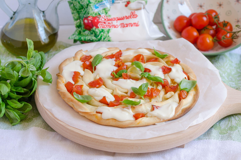Di #pizza ce n'è davvero per tutti i gusti! La nostra è con #Squaquerello #NonnoNanni  e #pomodorini