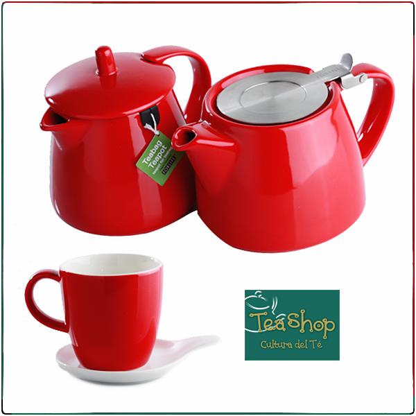 ¡Stump teapat y Teabag teapot! Lleva a tu casa este conjunto de teteras rojas. Una viene con filtro, elaborado en acero. La otra es especial para saquito de té. Ambas tienen capacidad para 2 tazas. http://www.elretirobogota.com/esp/?dt_portfolio=tea-shop