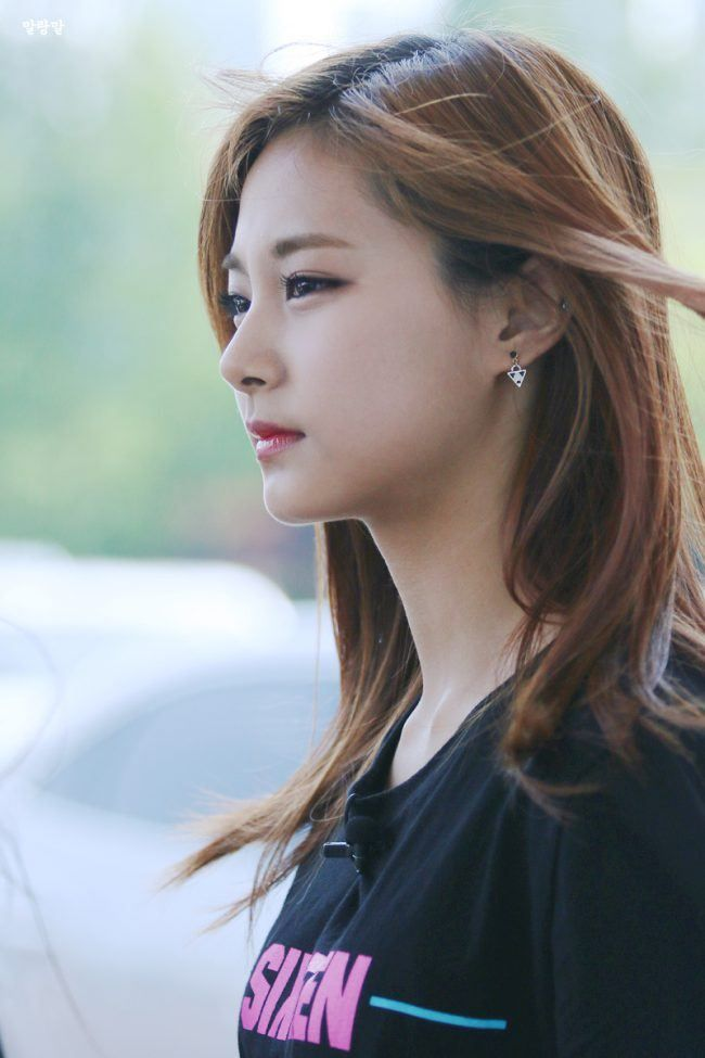 9 Female Idols Who Have Unique Noses Koreaboo Attractive Girls Beautiful Girl Face Asian Beauty
