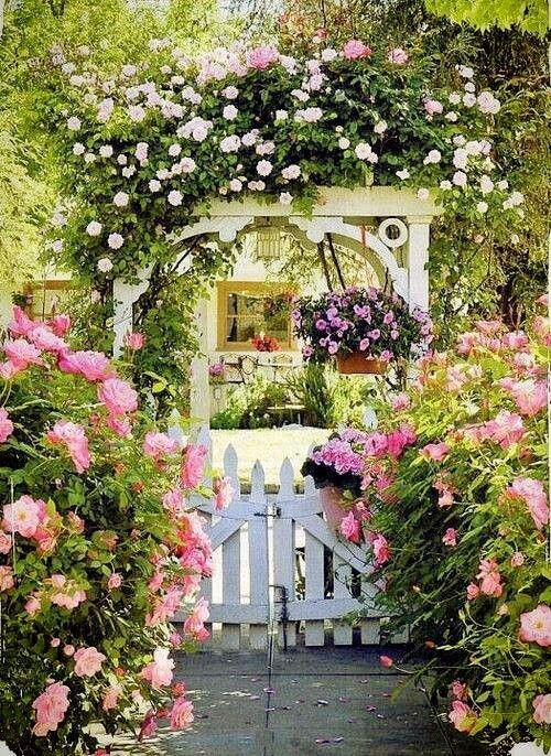 I so want to go through that gate beaux jardins - Petit jardin romantique tours ...