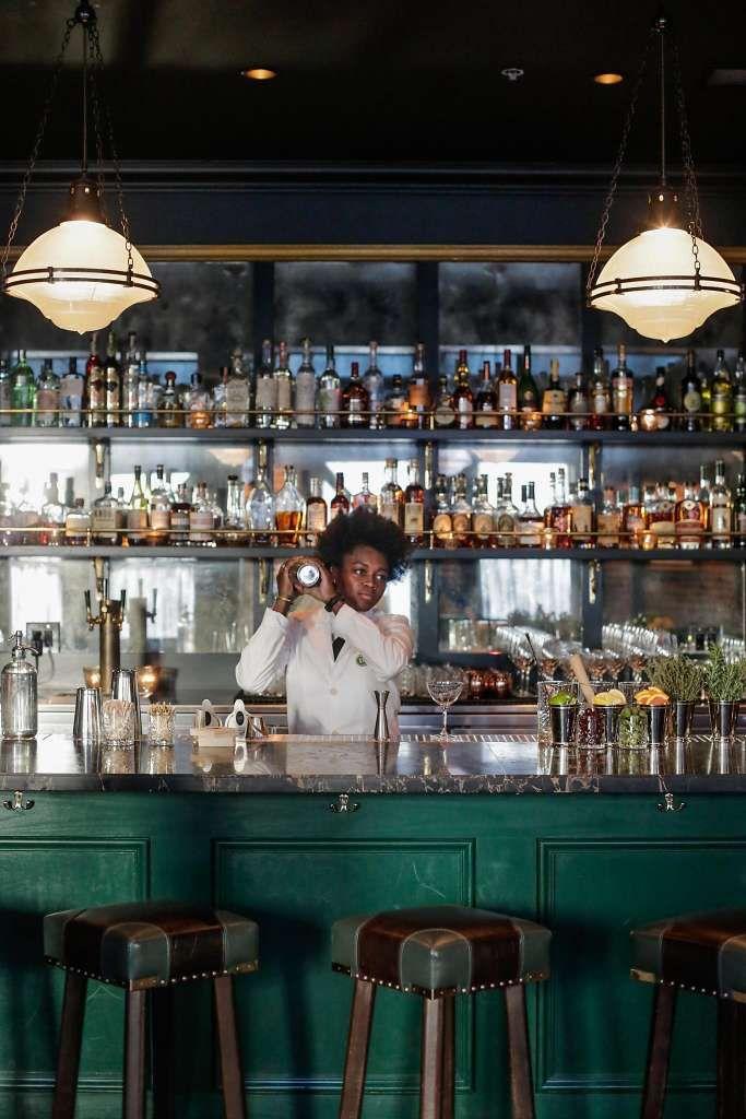 Tyler Florenceu0027s brawny bar in the shadow of Transamerica Pyramid - küchen mit bar