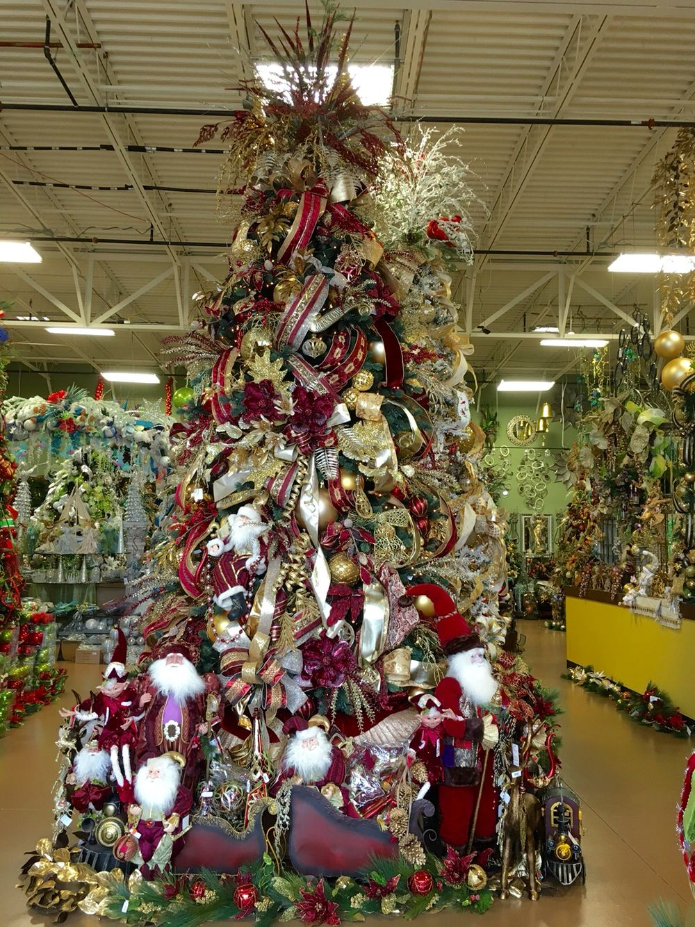 Burgundy gold christmas tree designed by arcadia floral for Maroon christmas tree decorations