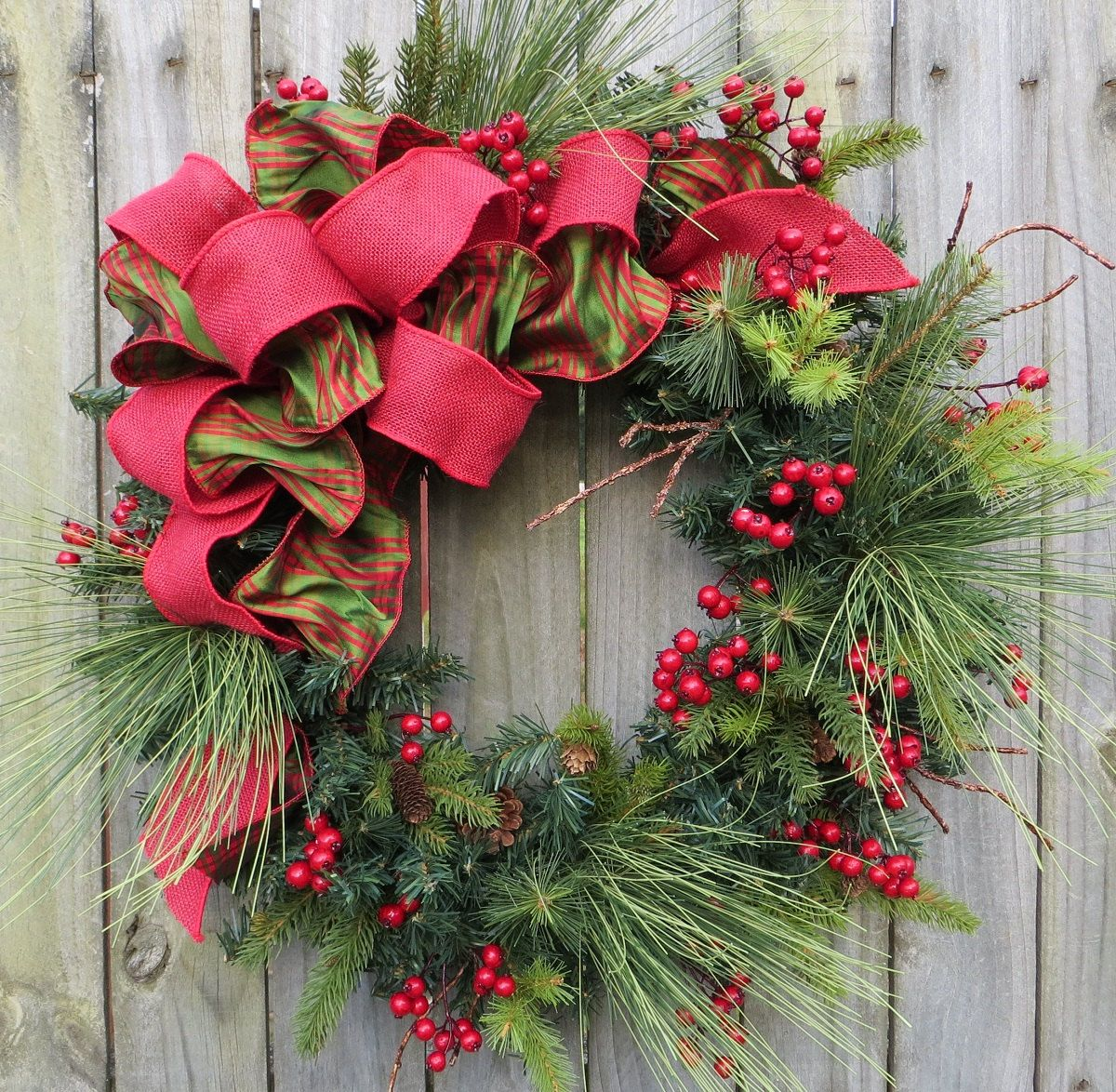 Easy Ways To Decorate Your Porch For Christmas Wreaths - Ideas for decorating christmas wreaths
