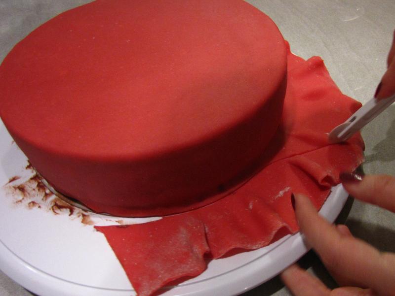 zuckerwerkstatt schritt f r schritt anleitung torte mit fondant oder marzipan eindecken. Black Bedroom Furniture Sets. Home Design Ideas