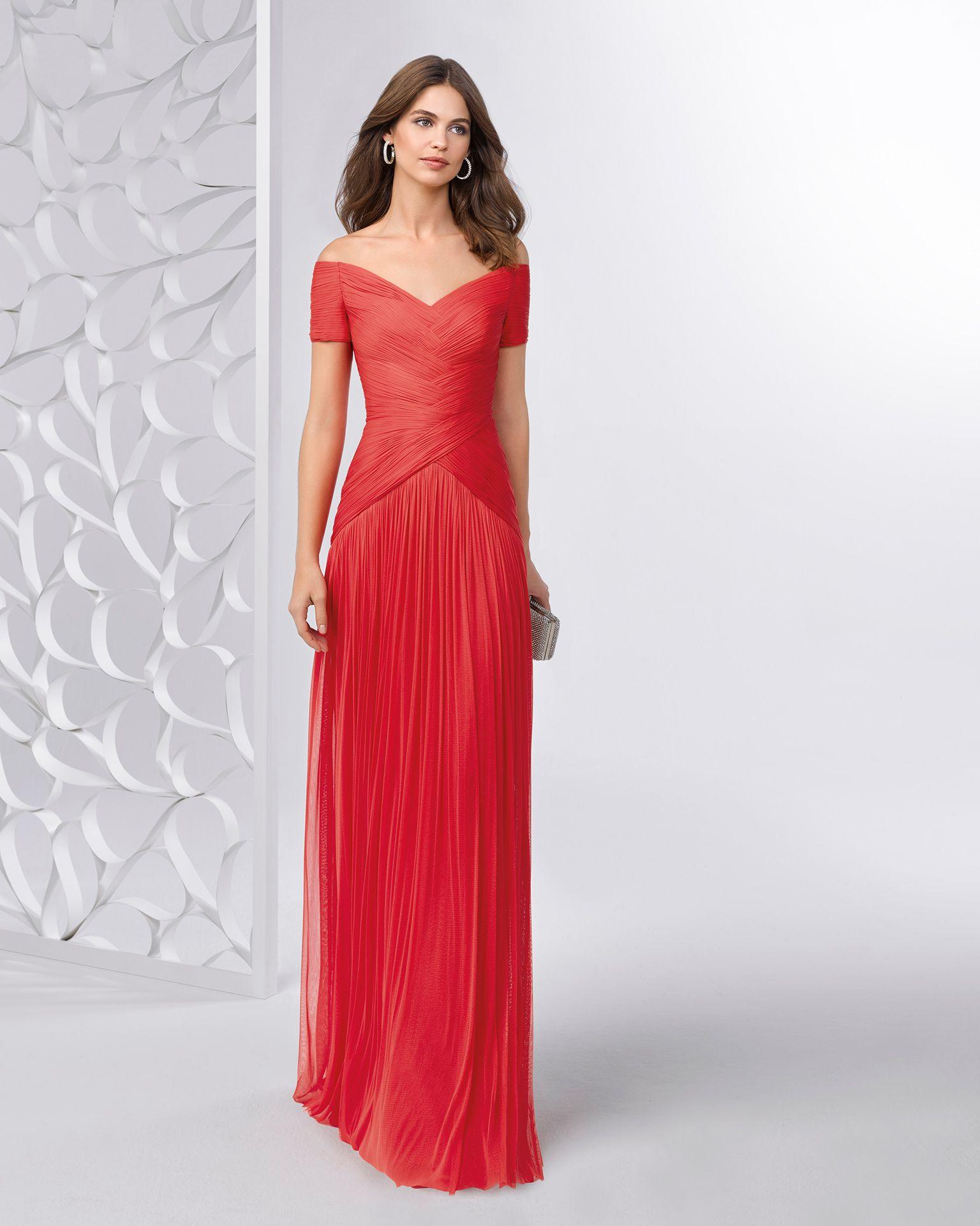 ad858f6977 Vestido de fiesta de muselina con escote barco. Disponible en color marino