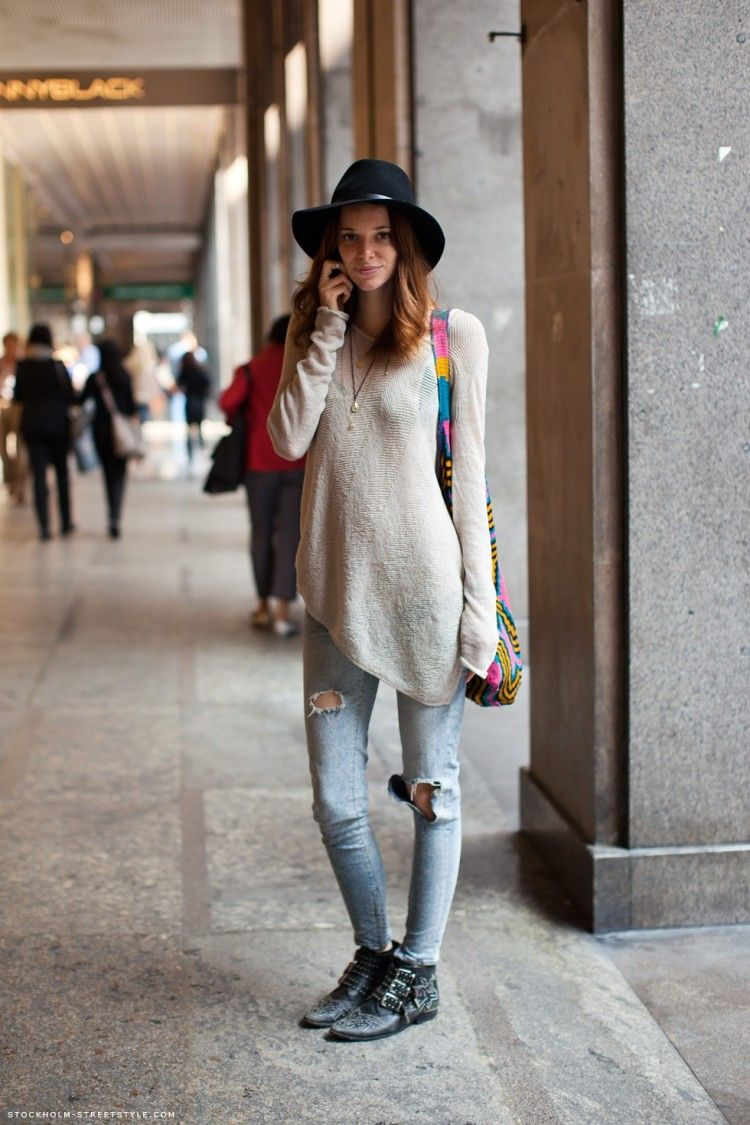 Ripped Old Jeans Streetstyle - pictures, photos, images