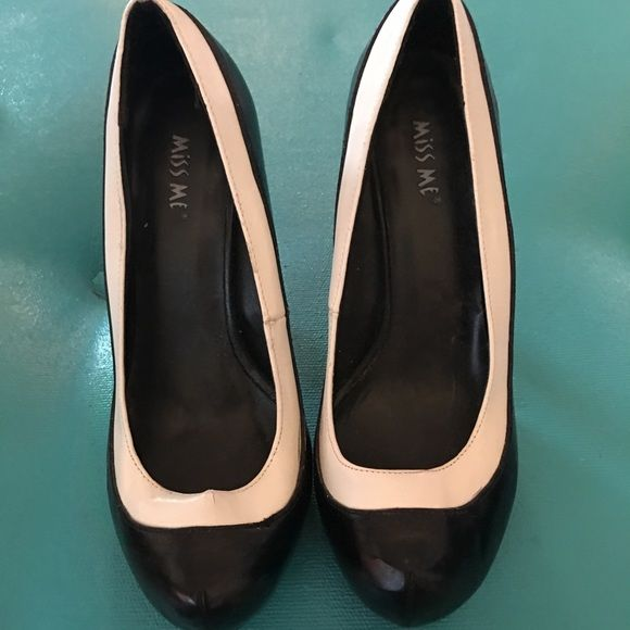 Miss Me 'Vernice' Heel Black with white interior trim. can go with any outfit! Round toe. Miss Me Shoes Heels