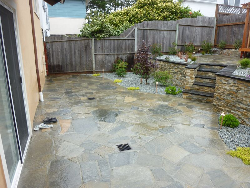 Silver Quartzite Flagstone Patio In Charcoal Grey.