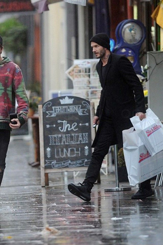 5f48dc33a3580 David Beckham - Shopping with his son on in 2019