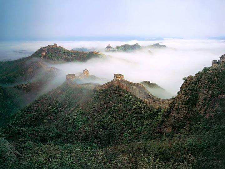 Niebla sobre la gran muralla china.