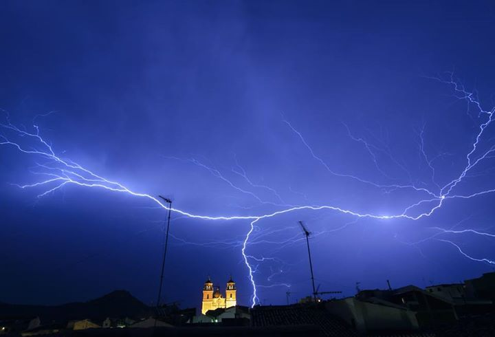 Have You Ever Seen A Strong Lightning Bolt In Real Life Storm At Velez