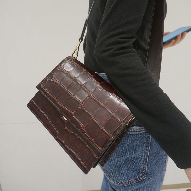 JW PEI amelia bag review: Styling