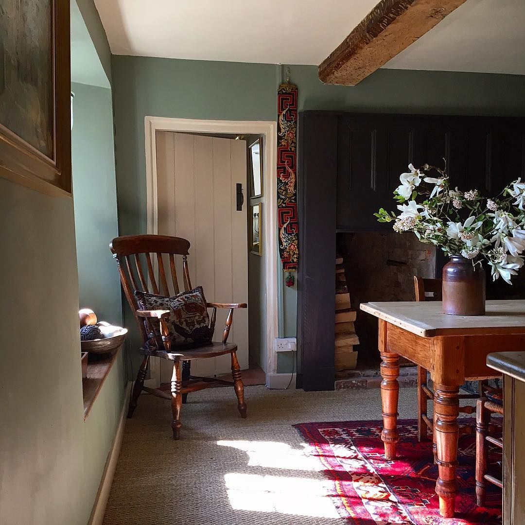 1,108 vind-ik-leuks, 25 reacties - colin gray (@colin_awg) op Instagram: 'Late afternoon sunshine #athome #16thcenturyhouse #restorationproject #countryfurniture #seagrass…'