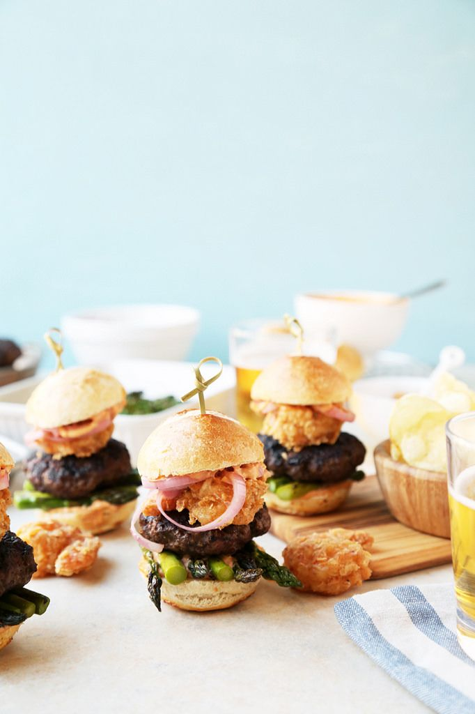 Get that steakhouse dinner at home with these Surf 'n' Turf Sliders! Beef, shrimp and asparagus!