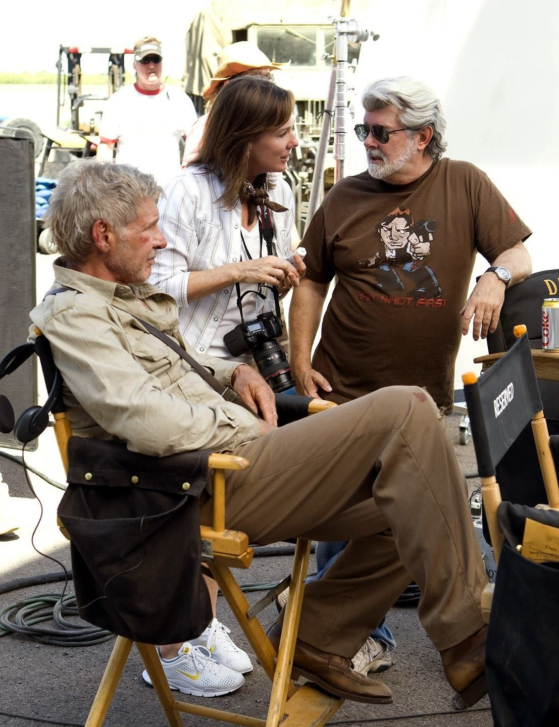Behind the chair shirts - Harrison Ford George Lucas Behind The Scenes On Indianajones The Kingdom Of The