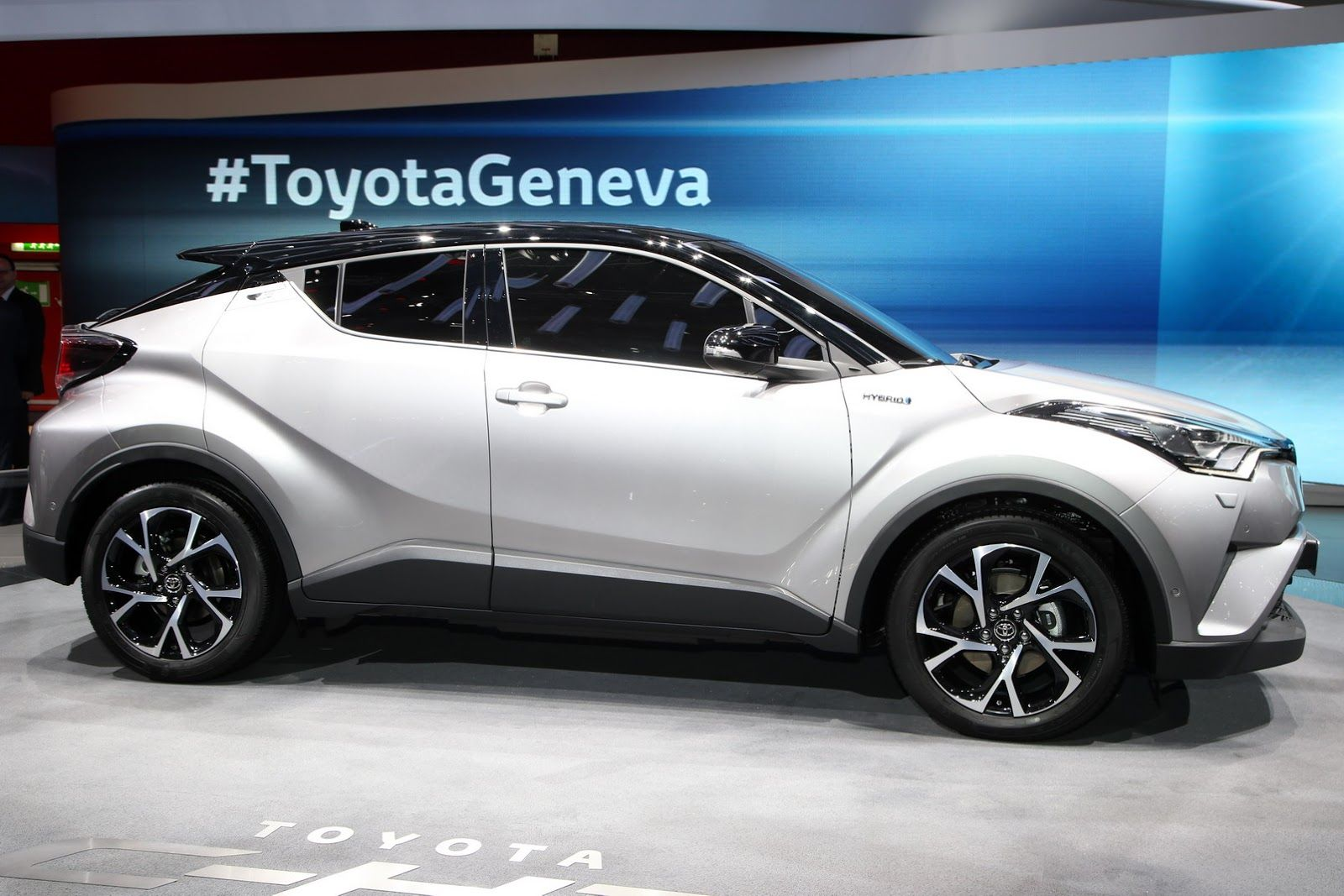 New Toyota C Hr Gets 1 2l Turbo 2 0l And 1 8l Hybrid Powertrains New Pics Carscoops Toyota C Hr Subcompact Suv Toyota