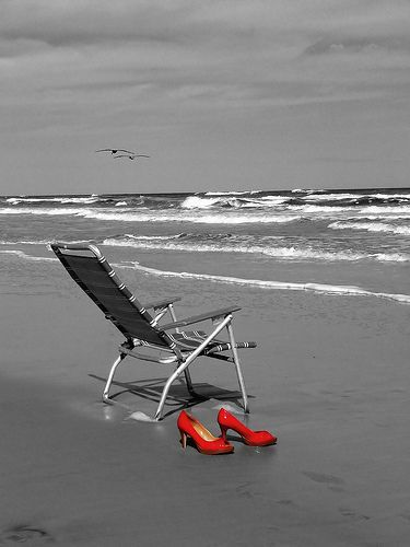 Red shoes on the beach 30 stunning selective color photography color the colorless