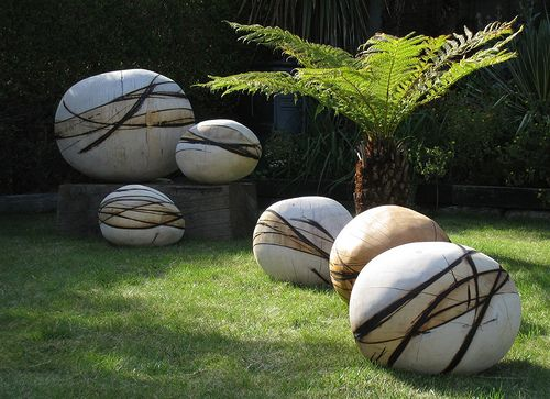 20 Smartly Designed Modern Spherical Garden Sculptures Gardens