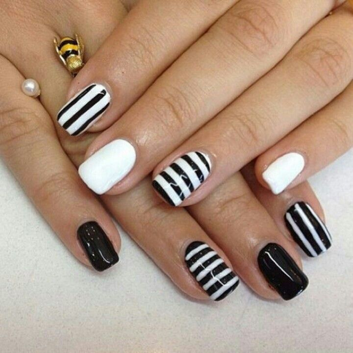 Black and white nails manicure, striped nail art - Black And White Nails Manicure, Striped Nail Art NAILS
