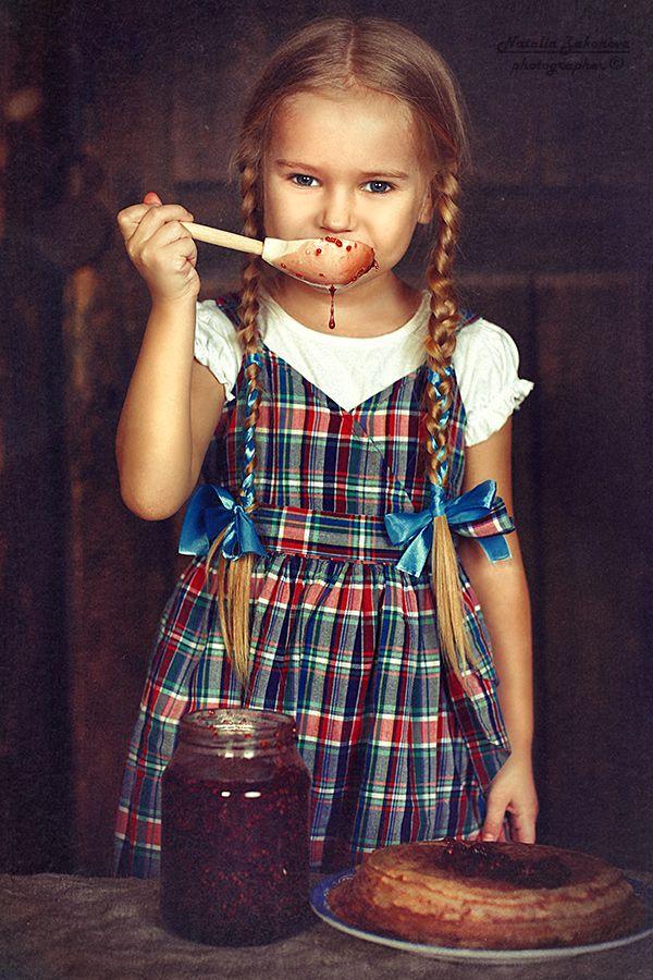 35PHOTO - Наталья Законова - Скоро Масленица! :) Настенька напекла блинчиков! :)