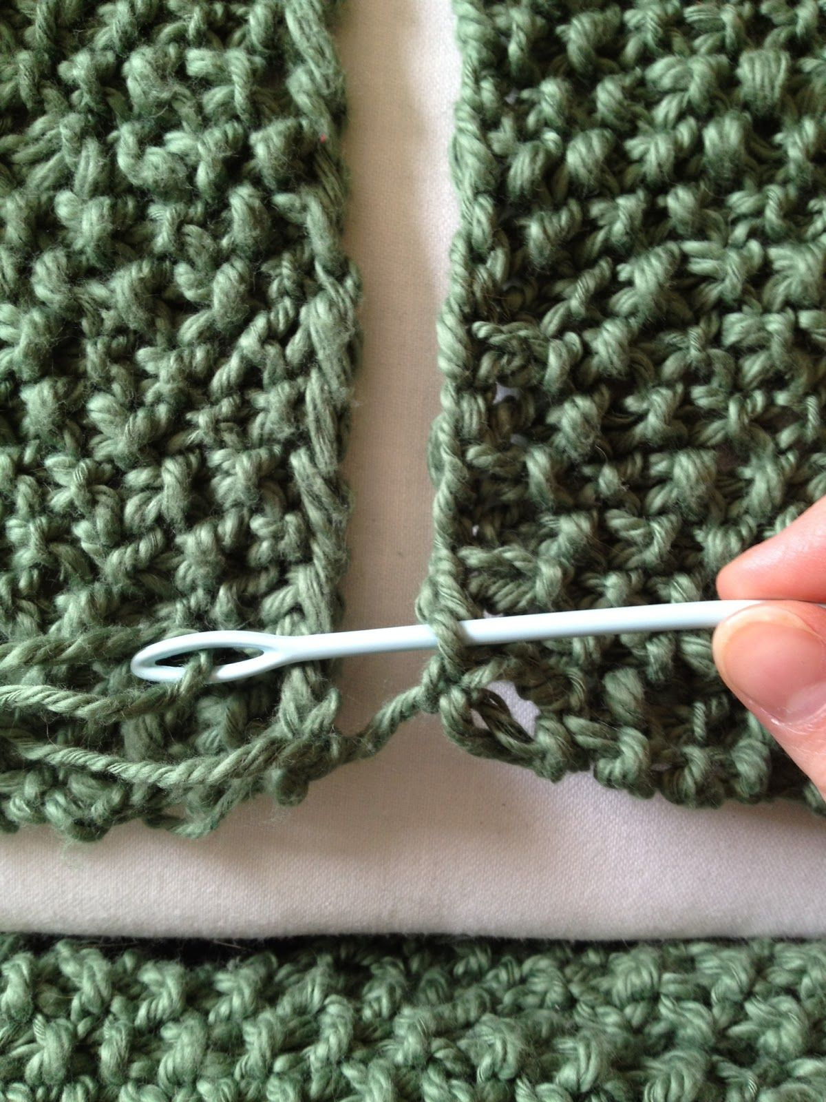Finishing off your knitting project: how to join two edges and how ...
