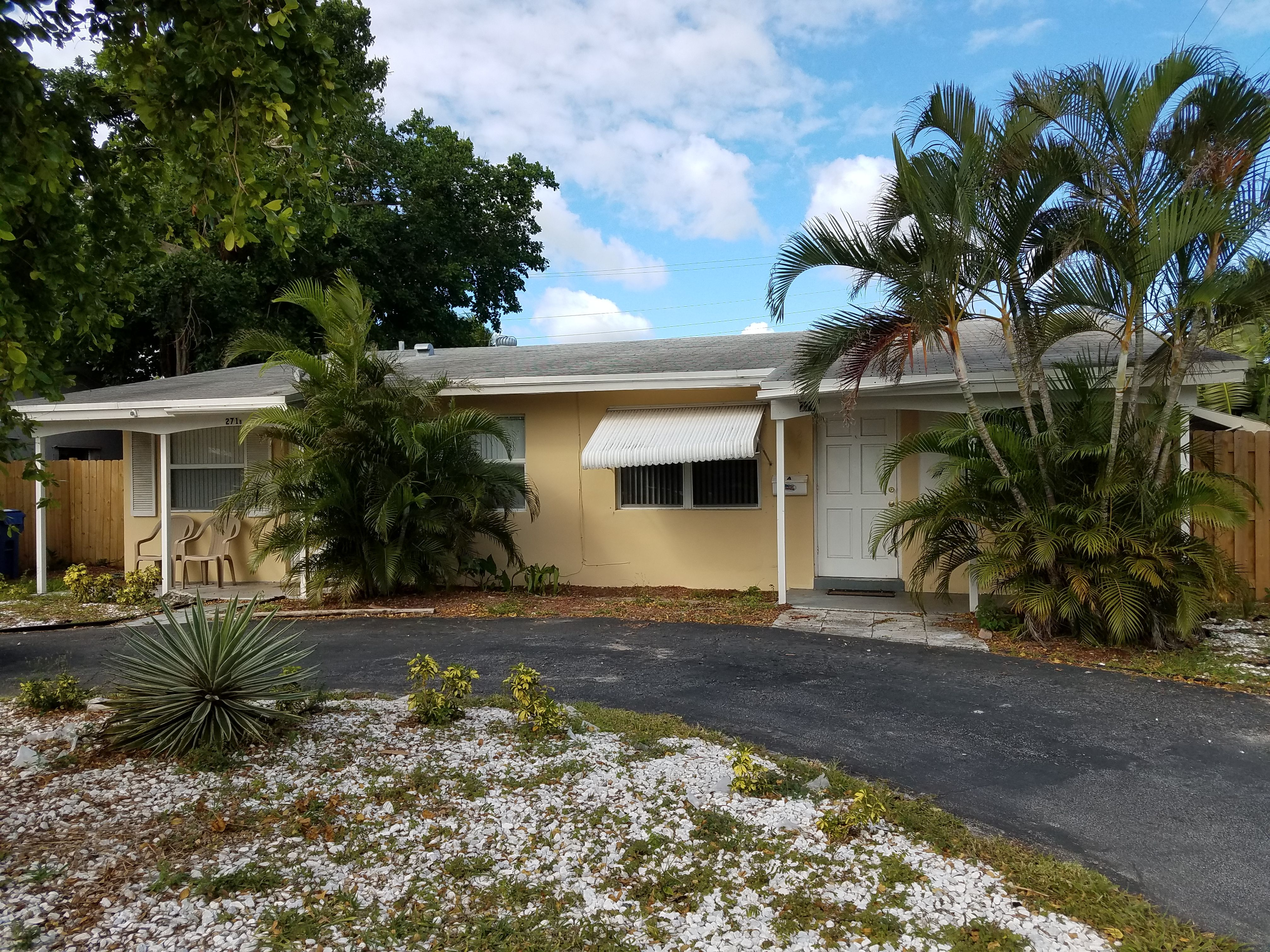 Duplex For Rent In Fort Lauderdale 2/1 With A Big Patio, New AC