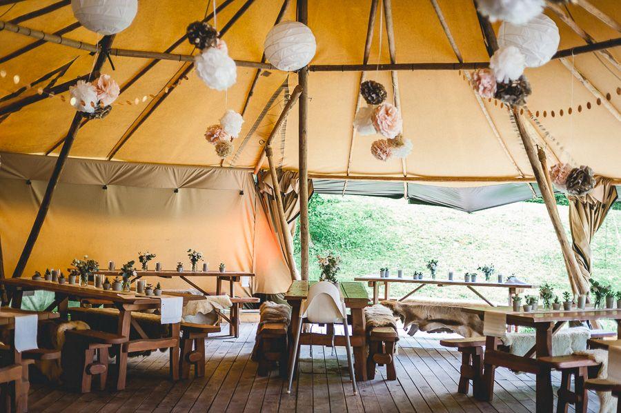 Waldhochzeit auf einer Lichtung mit Tipi Zelt | Hochzeit
