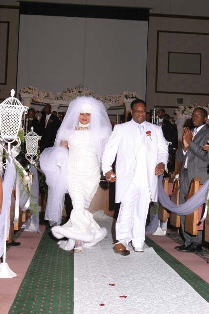 Check The Fur Trim De Bruid Bruid Huwelijk