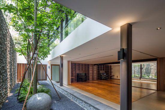 Casa moderna con jardin interno el gusto nuevo en 2019 for Casa moderna jardines