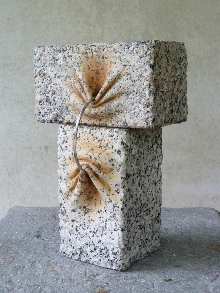 The creations of the Spanish artistJosé Manuel Castro López, who works with stone in a surprising way, managing to give it a soft and organic look. Like opt