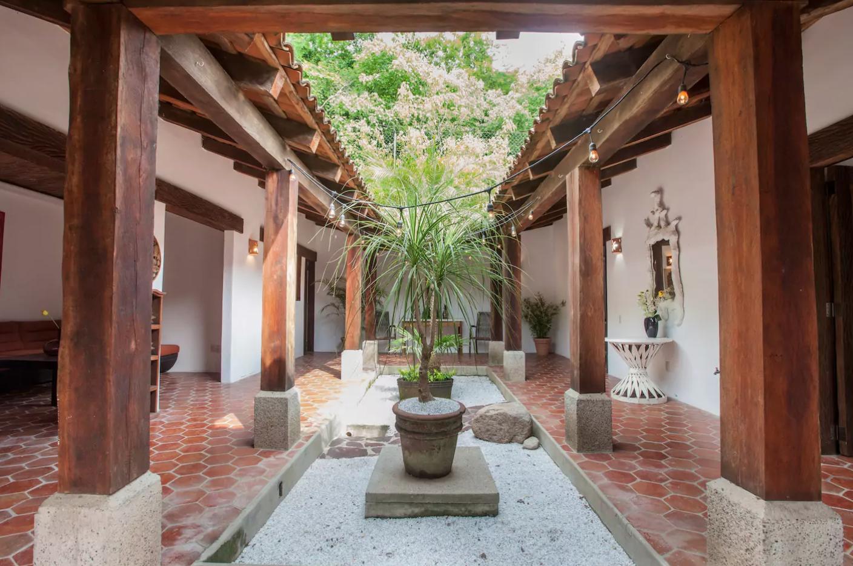 Casa estilo colonial con patio central | Hotel de Montaña ...