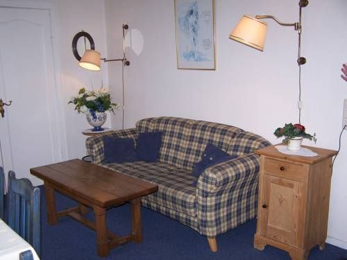 Ferienwohnung Pontani Westerland Ferienwohnung Pontani offers pet-friendly accommodation in Westerland, 100 metres from Waterpark Sylter Welle and 800 metres from Sylt Aquarium. The apartment is 100 metres from Sylter Welle.